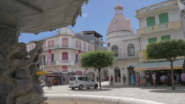vidéos et rushes de fountain and architecture in spice market square, pointe-a-pitre, guadeloupe, french antilles, west indies, caribbean, central america - guadeloupe