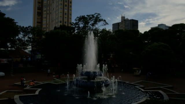 fountain and buildings in campo grande, ms, brazil - grama stock videos & royalty-free footage