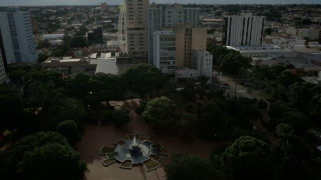 fountain and buildings in campo grande, ms, brazil - stato di rio grande do sul video stock e b–roll