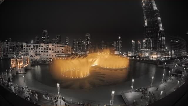 ws ha fountain and burj khalifa / dubai, united arab emirates - fontana struttura costruita dall'uomo video stock e b–roll