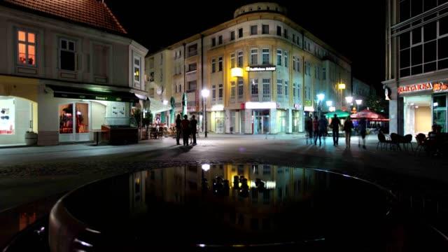 vídeos y material grabado en eventos de stock de fountain and city center(tuzla) - cultura de europa del este