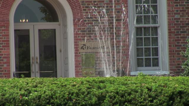 vídeos de stock e filmes b-roll de ms fountain and doorway at fannie mae government mortgage agency/ washington dc - escrita ocidental