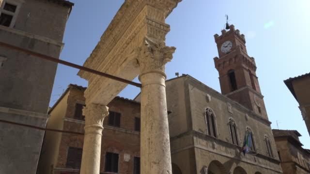 TU / Fountain and Palazzo Comunale on Piazza Pio, Town hall of Pienza