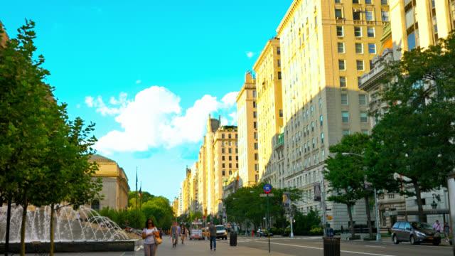 fountain and street near met museum - metropolitan museum of art new york city stock videos & royalty-free footage