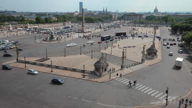 vidéos et rushes de ws t/l fountain and traffic on place de la concorde / paris, france - migration quotidienne
