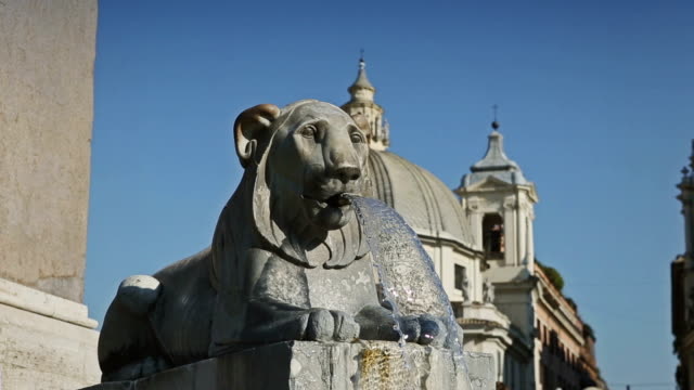 fountain at piazza del popolo in rome - 史跡めぐり点の映像素材/bロール