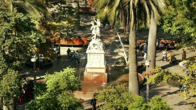 t/l, ms, ha, fountain at plaza de armas, santiago, chile - fan palm tree stock videos & royalty-free footage