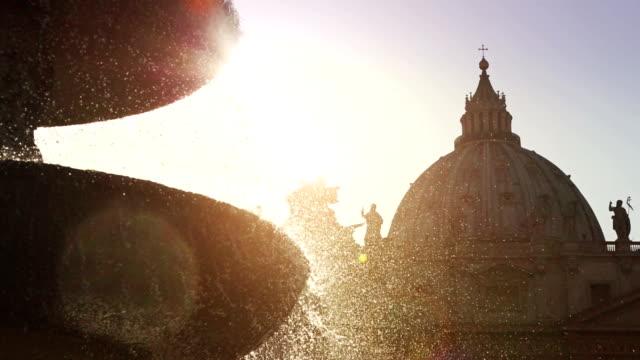 ファウンテンで聖ピーターのバチカン、ローマ広場 - ミケランジェロ点の映像素材/bロール