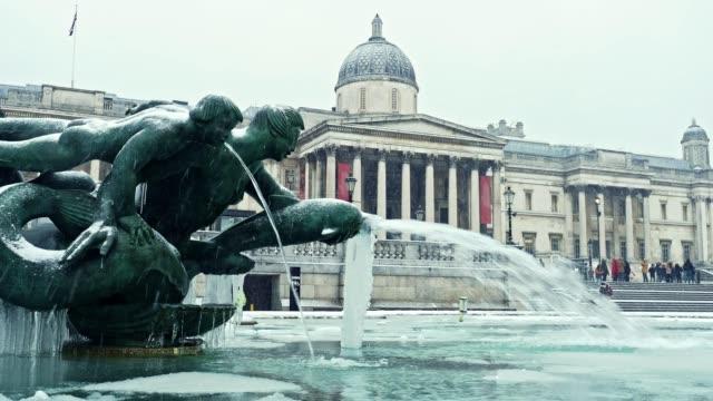 fountain at trafalgar square, london, uk - frozen stock videos & royalty-free footage