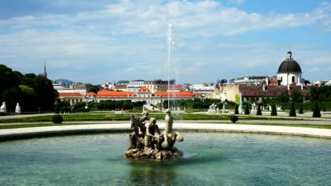 vidéos et rushes de fontaine dans le jardin du belvédère, vienne - palais du belvédère vienne