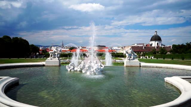 Brunnen im Belvedere-Garten in Wien