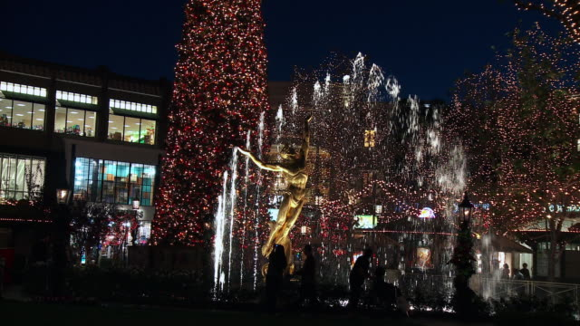 ws, fountain in open air luxurious shopping mall, christmas tree in background, night, glendale, california, usa - glendale california stock videos & royalty-free footage