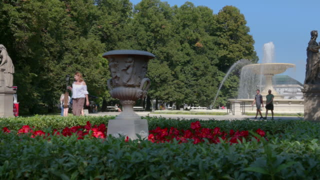 fountain in the saxon garden in warsaw - warsaw stock videos & royalty-free footage