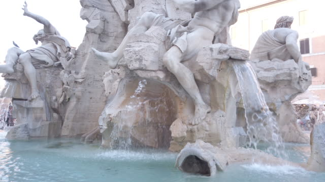 fountain of the four rivers, piazza navona, rome, italy - xvii° secolo video stock e b–roll