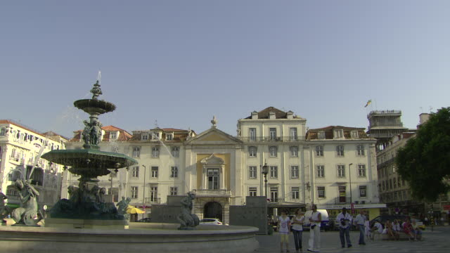 ms fountain on rossio square / lisbon, portugal - frontgiebel stock-videos und b-roll-filmmaterial