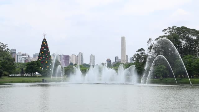 vídeos de stock, filmes e b-roll de fountain show at ibirapuera park in natal, brazil - monument