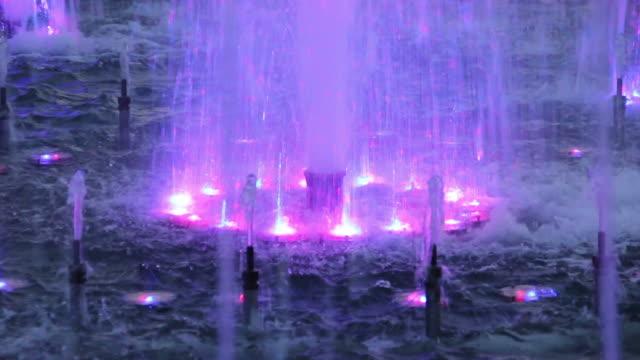 噴水-фонтан - ナイトイン点の映像素材/bロール