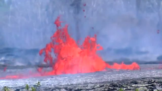 fountains of lava spurting from the flow caused by the eruption of the kilauea volcano in hawaii - kilauea stock videos & royalty-free footage