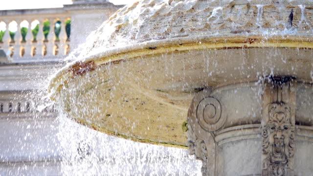 brunnen der piazza san pietro - springbrunnen stock-videos und b-roll-filmmaterial