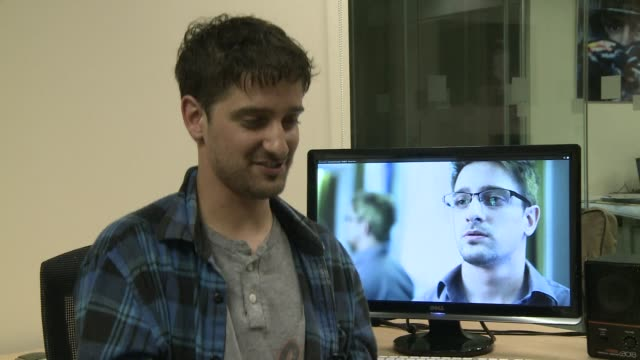 four amateur filmmakers in hong kong have beaten hollywood to the draw by producing the first film on edward snowden a five minute thriller depicting... - darstellen stock-videos und b-roll-filmmaterial
