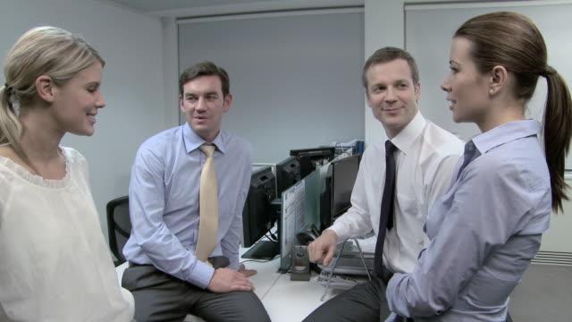 stockvideo's en b-roll-footage met four businesspeople having discussion - overhemd en stropdas