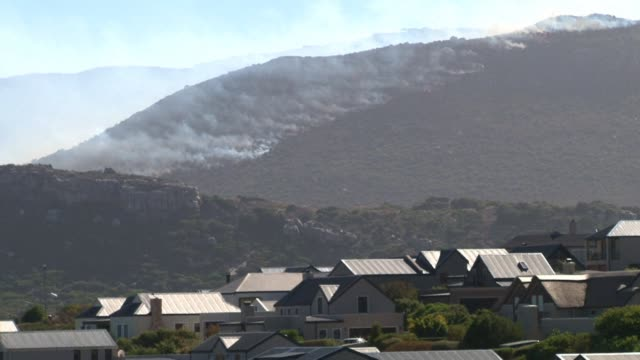 four houses were destroyed and dozens of people evacuated from their homes on cape town's southern peninsula as wildfires whipped up by strong winds... - peninsula stock videos and b-roll footage