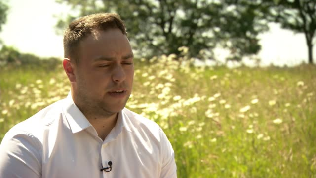 stockvideo's en b-roll-footage met four men charged with murder over shooting down of malaysian airlines flight mh17 england ext jordan withers interview sot - crime and murder