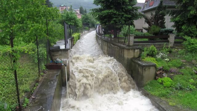vídeos y material grabado en eventos de stock de four people have died and at least eight more were missing sunday as torrential rains lashed central europe forcing hundreds to evacuate their homes... - república checa