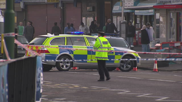 four police officers have been stabbed in london as they tackled a man armed with a knife two are said to have lifechanging injuries the incident... - 刺傷事件点の映像素材/bロール
