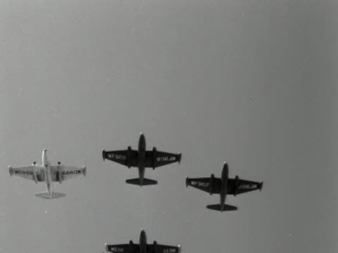 four raf canberra aircraft fly in formation in preparation for the trooping the colour flypast 1953 - formationsfliegen stock-videos und b-roll-filmmaterial