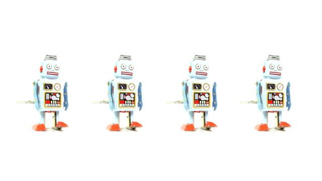 4 つのおもちゃのロボットレトロな錫 - 四つ点の映像素材/bロール