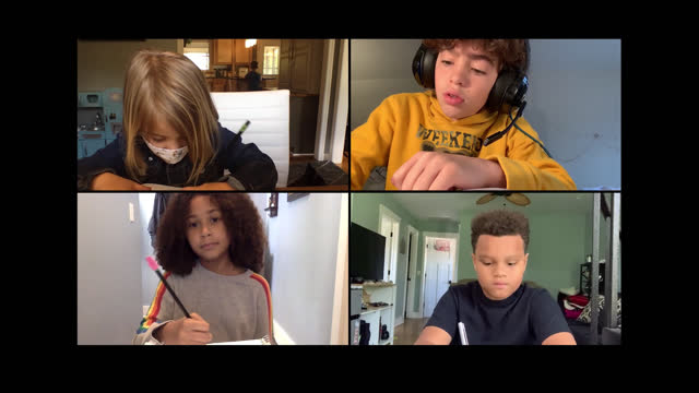 vídeos de stock e filmes b-roll de four school children do homework together via video call amid covid-19 - epidemia