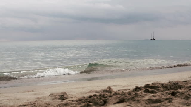 four seasons: waves on andaman sea, panning shot - krabi province stock videos & royalty-free footage