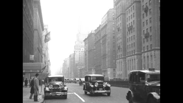 vidéos et rushes de four shots of cars driving past camera on busy park avenue / note: exact year not known - manhattan