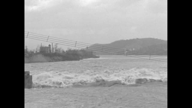 vidéos et rushes de four shots of floodwater rushing over top of emsworth dam on the ohio river / note: exact day not known - rivière ohio