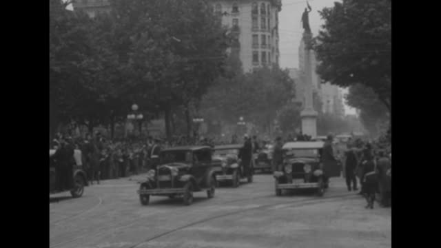 four shots of motorcade and open car with us pres. franklin roosevelt and uruguayan pres. gabriel terra and roosevelt's son james, us marines... - montevideo stock-videos und b-roll-filmmaterial