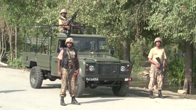 four suicide bombers who were trying to attack a christian colony in pakistan are killed during a gunfight with security forces outside the... - peshawar video stock e b–roll