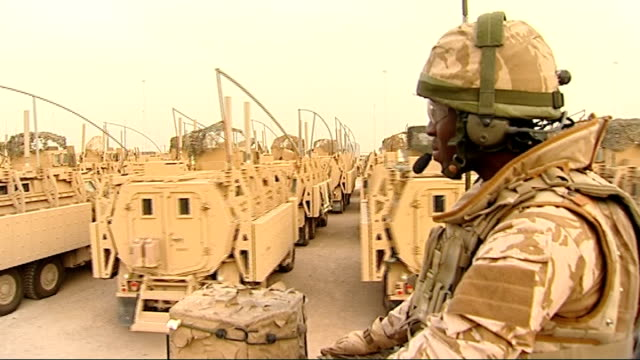 four thousand remaining british troops prepare to leave traffic away past iraqi soldier iraqi soldier on duty at road checkpoint reporter to camera... - 言語翻訳点の映像素材/bロール