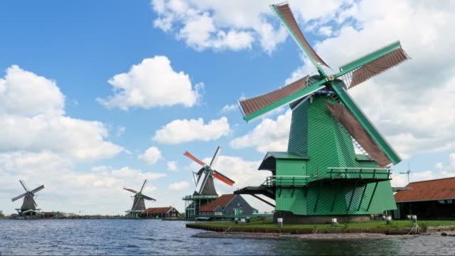 4つの伝統的なオランダ風車 - 四つ点の映像素材/bロール