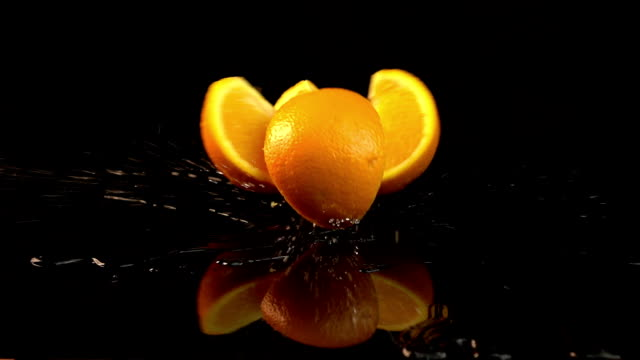 Four videos of falling oranges in real slow motion