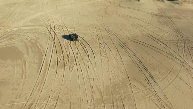 fyra wheeling det till frihet - namibian desert bildbanksvideor och videomaterial från bakom kulisserna