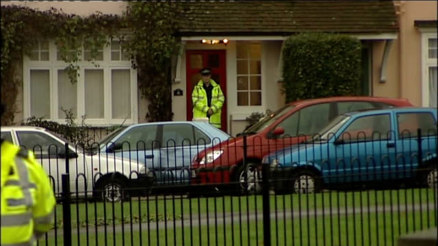 stockvideo's en b-roll-footage met four year old girl shot dead by father england hampshire aldershot ext police and forensic officers outside house where father shot dead his four... - aldershot