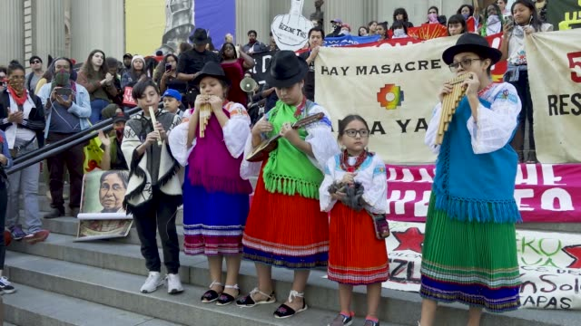 stockvideo's en b-roll-footage met fourth annual antichristopher columbus day youth rally and march activist from 'decolonize this place' and nyc student youth rallied at the american... - ecuadoriaanse etniciteit