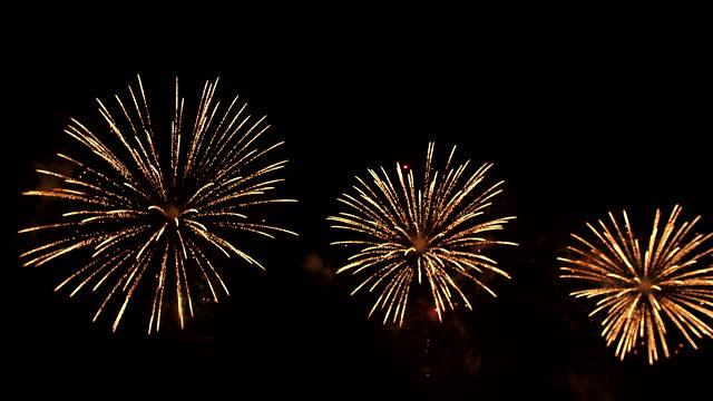 vídeos y material grabado en eventos de stock de fuegos artificiales del 4 de julio - firework explosive material