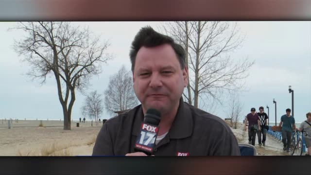 fox 17 reporter falls during live segment - ausrutscher stock-videos und b-roll-filmmaterial