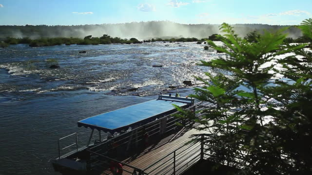 vidéos et rushes de ws r/f foz do iguacu river / foz do iguacu, parana, brazil - fondu de fermeture
