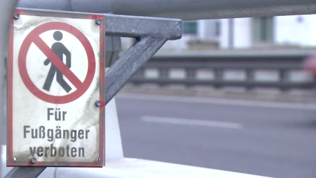 Für Fußgänger verboten - No trepassing.