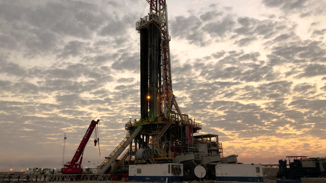 fracking rig at sunset - iraq stock videos & royalty-free footage