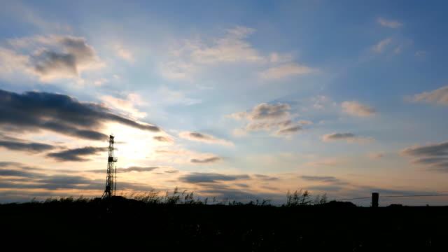 stockvideo's en b-roll-footage met fracking wide angle - schalie