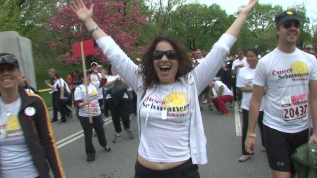 fran drescher at the 12th annual eif revlon run/walk for women in new york city at new york ny. - レブロン点の映像素材/bロール